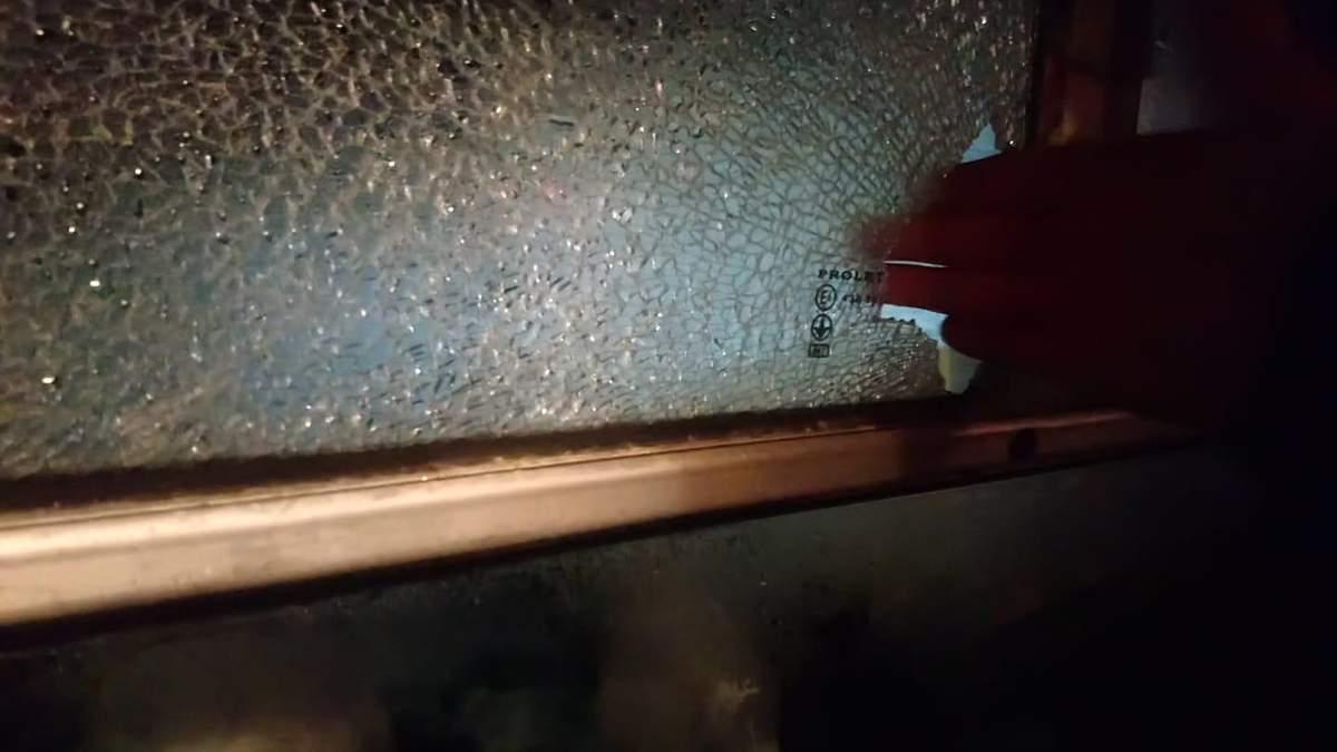 Протестующие забросали камнями автобус, который вез эвакуированных из Китая