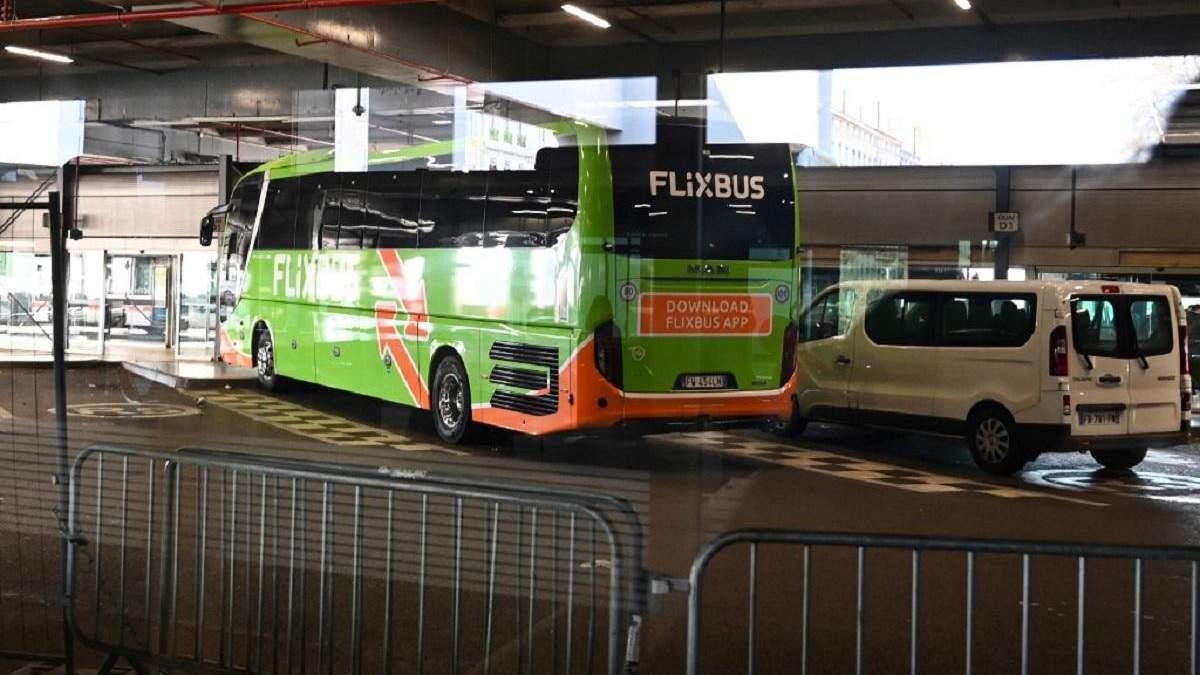 У Франції з автобуса не випускають італійських туристів: у водія підозрюють коронавірус