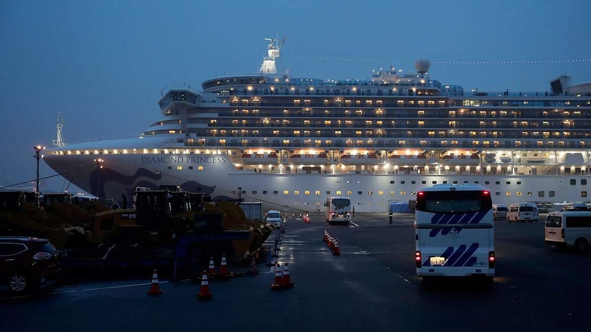 Двое украинцев с лайнера Diamond Princess больны коронавирусом: что известно об их состоянии