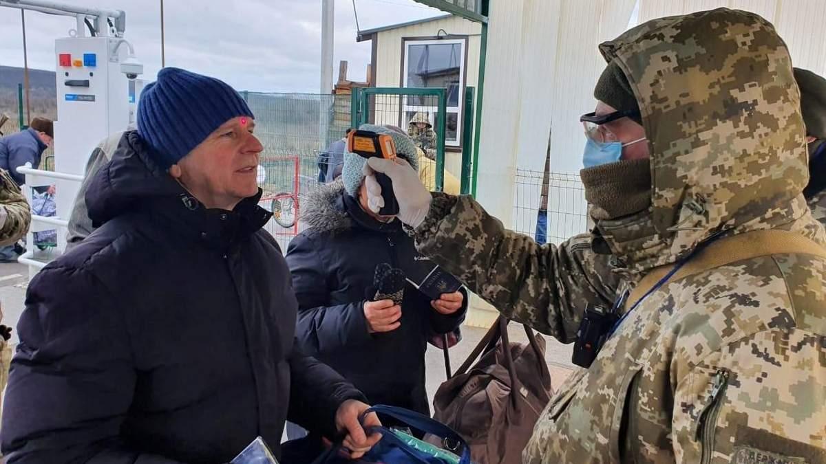 На Донбасі міряють температуру тим, хто виїжджає з окупованих територій