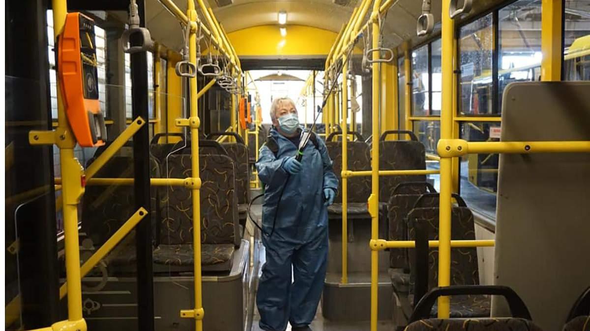 Транспорт в Киеве дезинфицируют