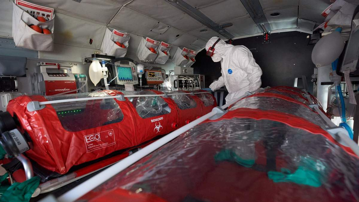 Зеленський показав вертоліт, яким можуть перевозити хворих на коронавірус