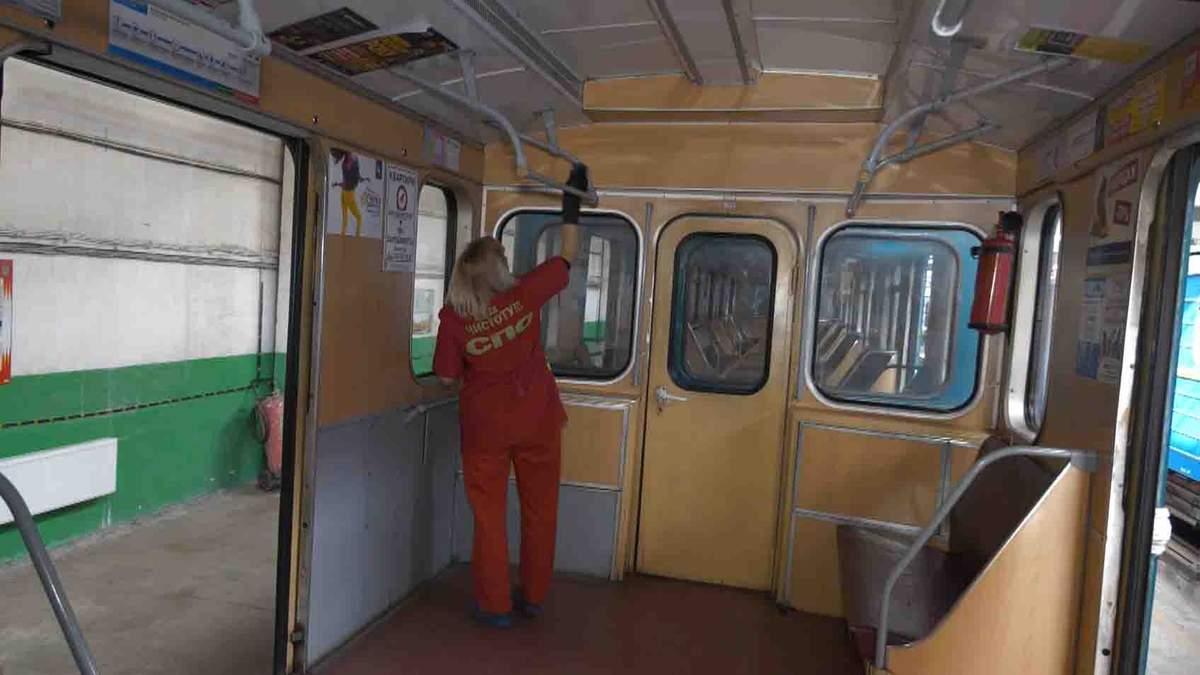 В Харькове дезинфицируют вагоны метро