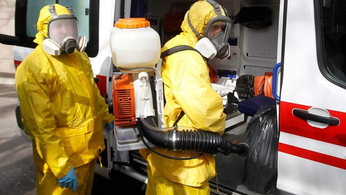 Медработникам, которые лечат больных коронавирусом, выплатят 200% надбавки к зарплате