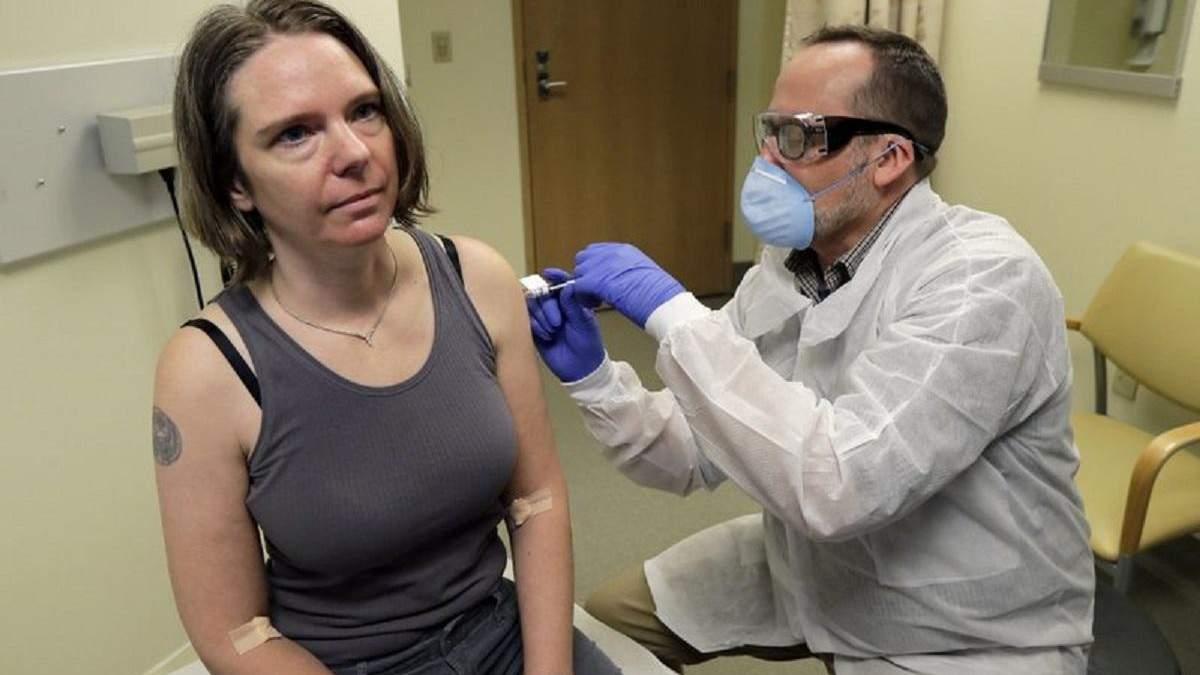Первым человеком, которому ввели вакцину против коронавируса, стала 43-летняя мать двоих детей
