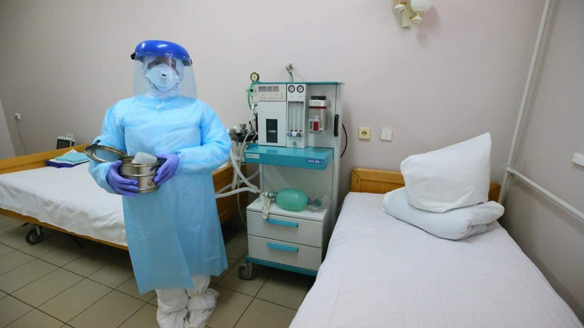 Уволили санитарку, потому что она отказалась мыть палату без защитной одежды