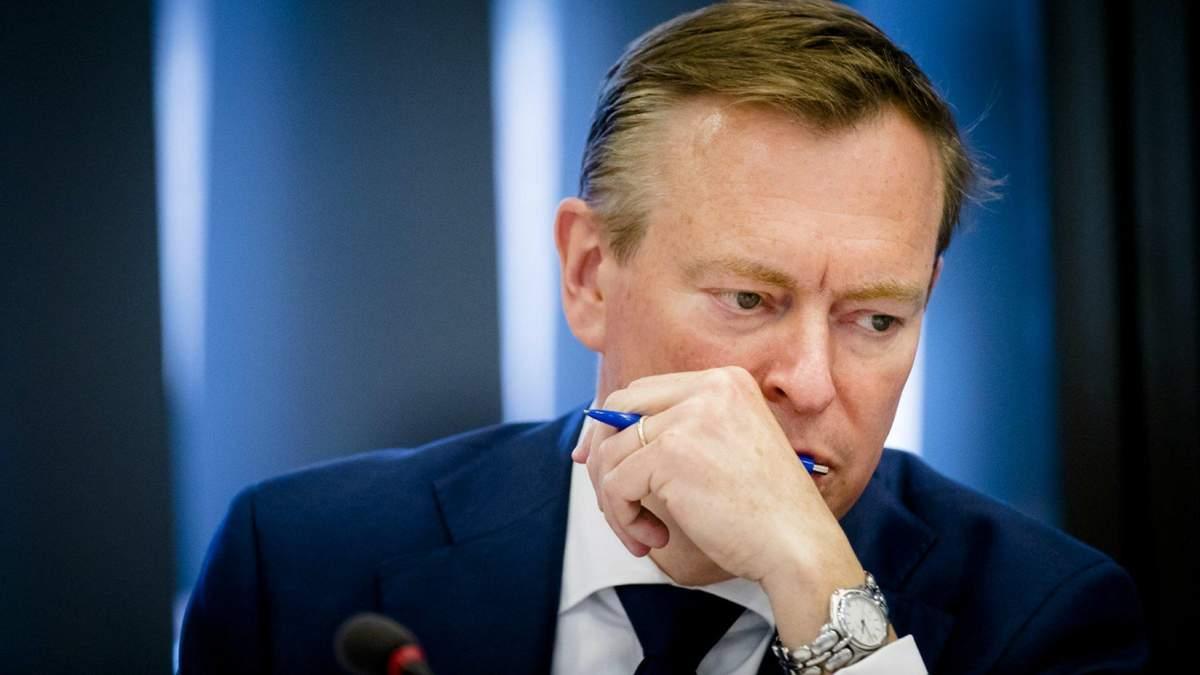 Міністр охорони здоров'я Нідерландів знепритомнів під час дискусії про коронавірус: відео