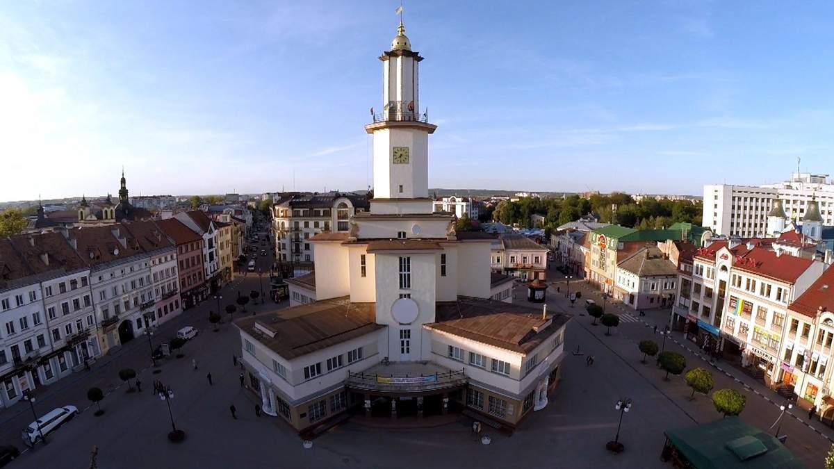 Івано-Франківськ просить Зеленського ввести надзвичайний стан: там вже 15 підозр на Covid-2019