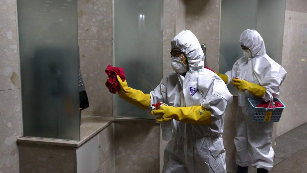 Китай открывает город Ухань, откуда началась вспышка коронавируса