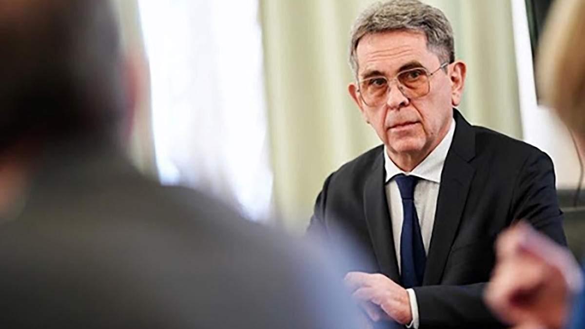 Илья Емец не уходит в отставку