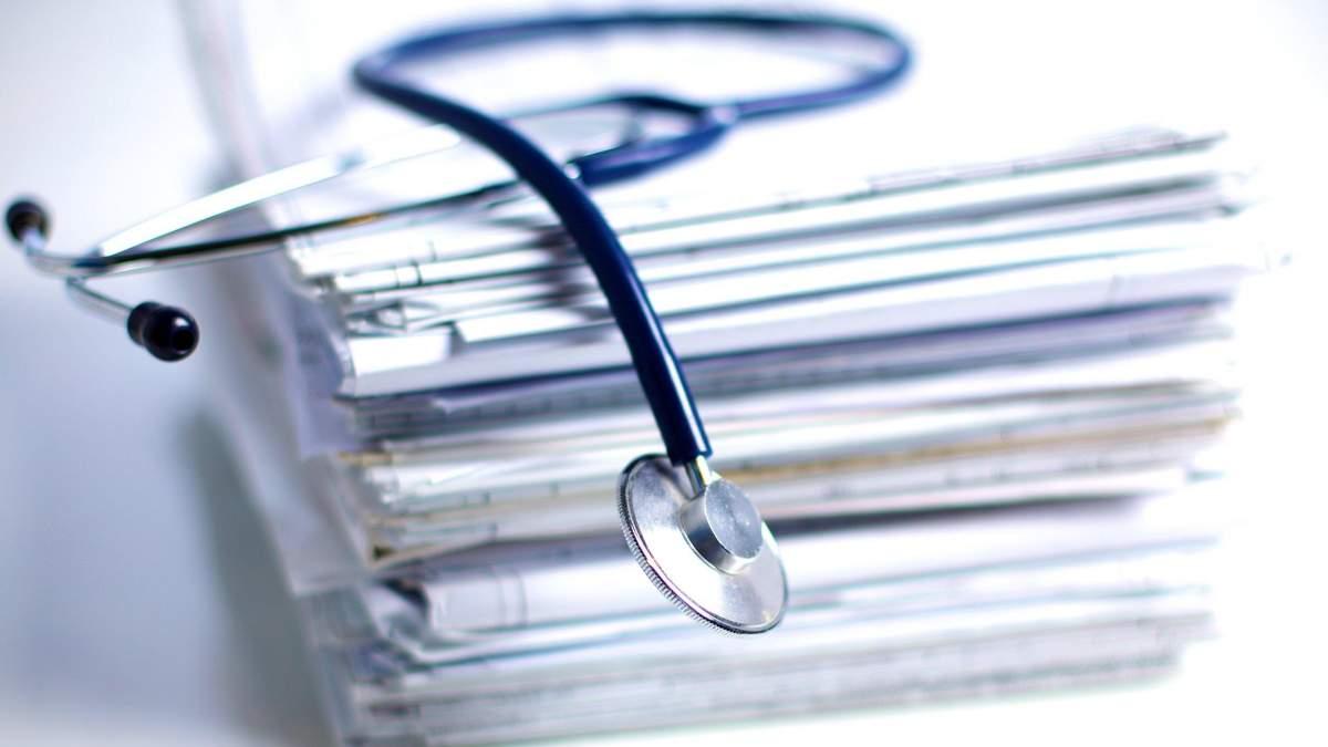 В Украине ввели почасовую оплату для медиков, которые лечат больных коронавирусом