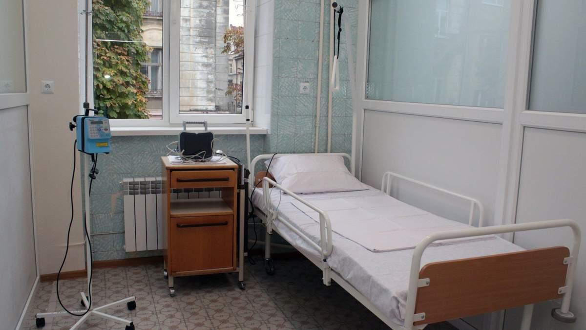 Отсутствуют бахилы, маски, аппараты ИВЛ: медики Прикарпатья просят элементарного обеспечения