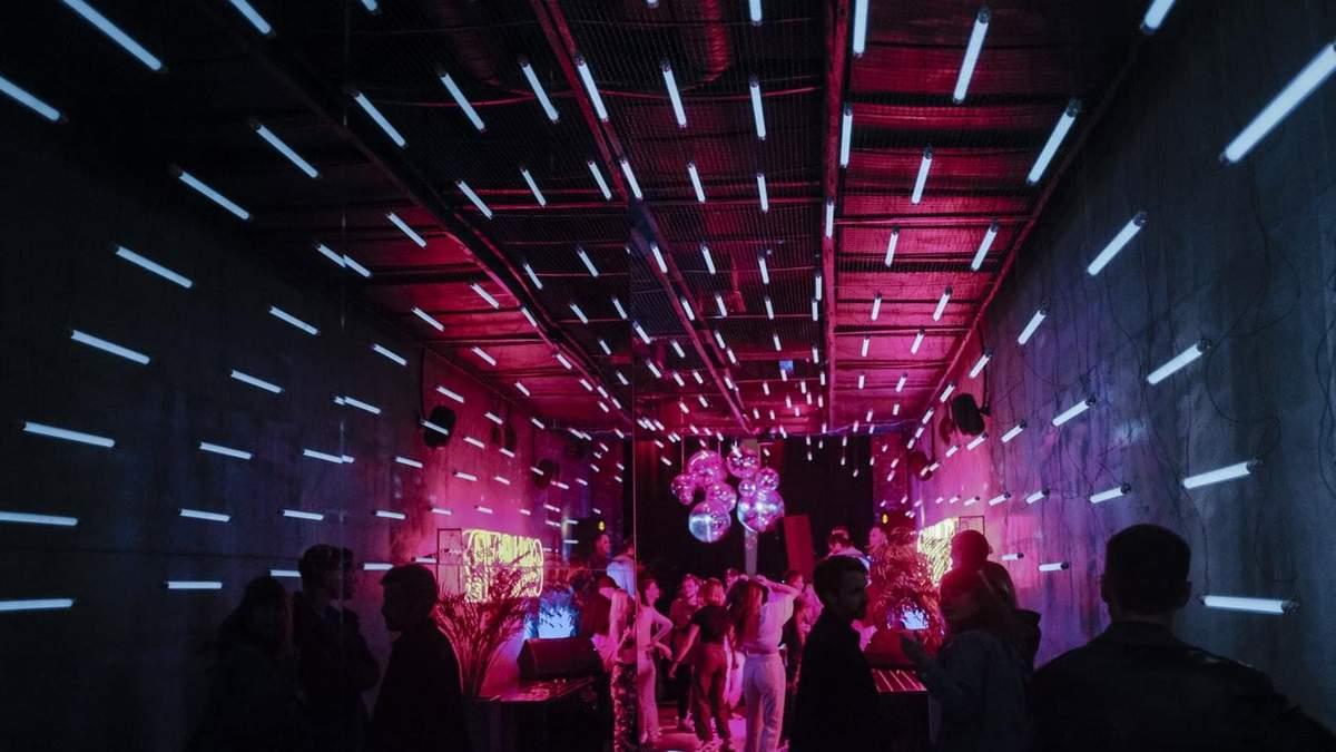 Коронавірусні вечірки стають популярними: чому це небезпечно