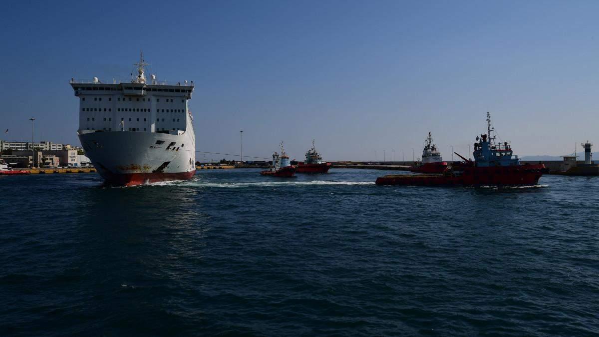 На греческом лайнере El Venizelos обнаружили коронавирус: на борту есть украинцы