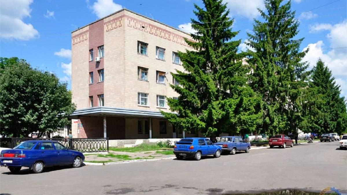 На Полтавщине медсестра, готовившая больницу к приему людей с COVID-19, совершила самоубийство