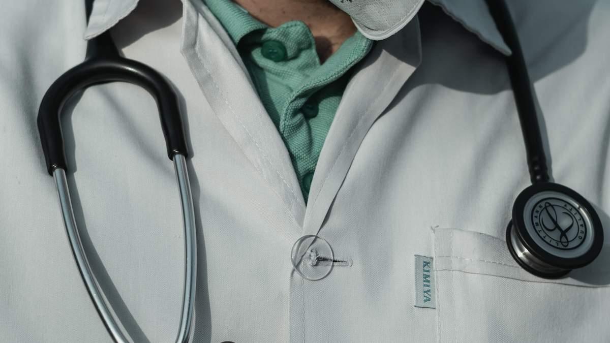 В США врачей могут уволить с работы за недовольные посты в фейсбуке во времена вспышки COVID-19