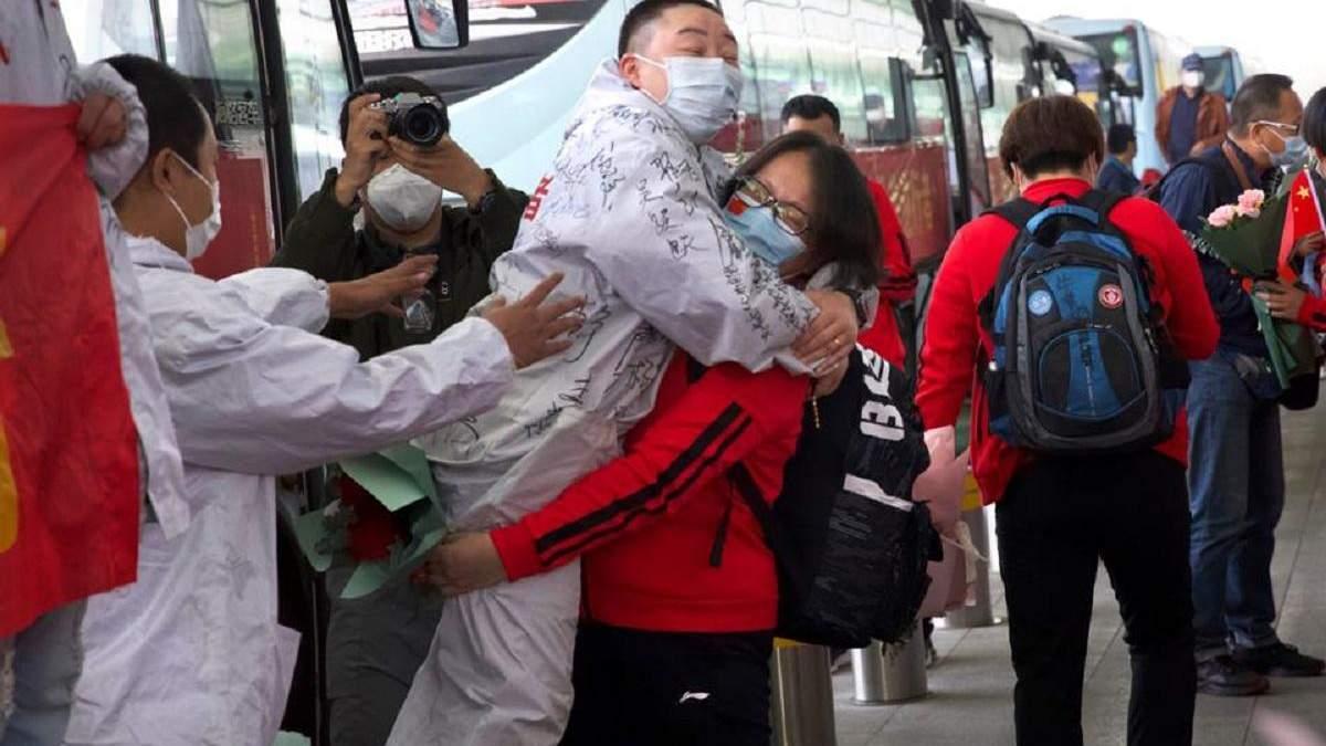В Китаї відкрили місто Ухань після 2 місяців жорстокого карантину: фото та відео