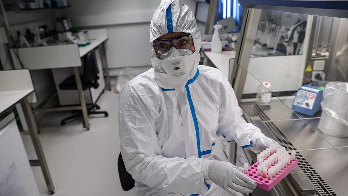 МОЗ відповіло на звинувачення щодо закупівлі костюмів для медиків за завищеними цінами