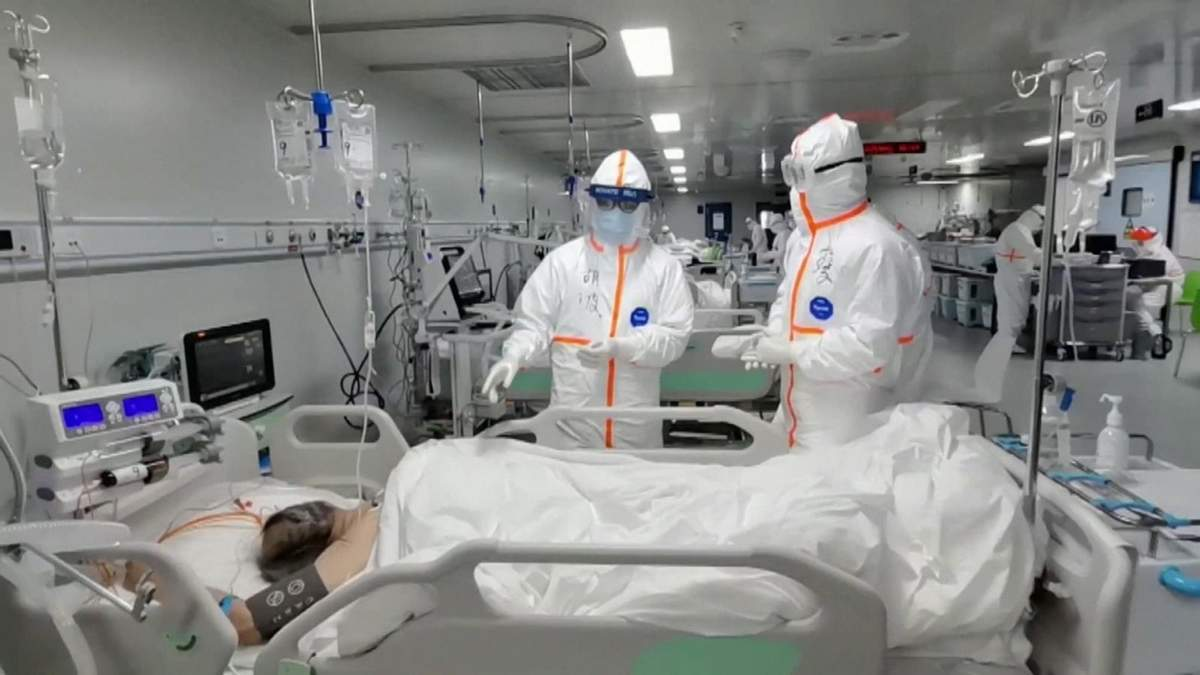В воздухе уханьских больниц нашли частицы коронавируса