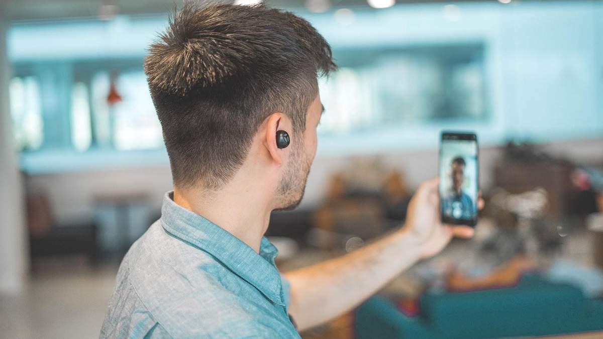 Чому відеодзвінки так виснажують: пояснення психолога