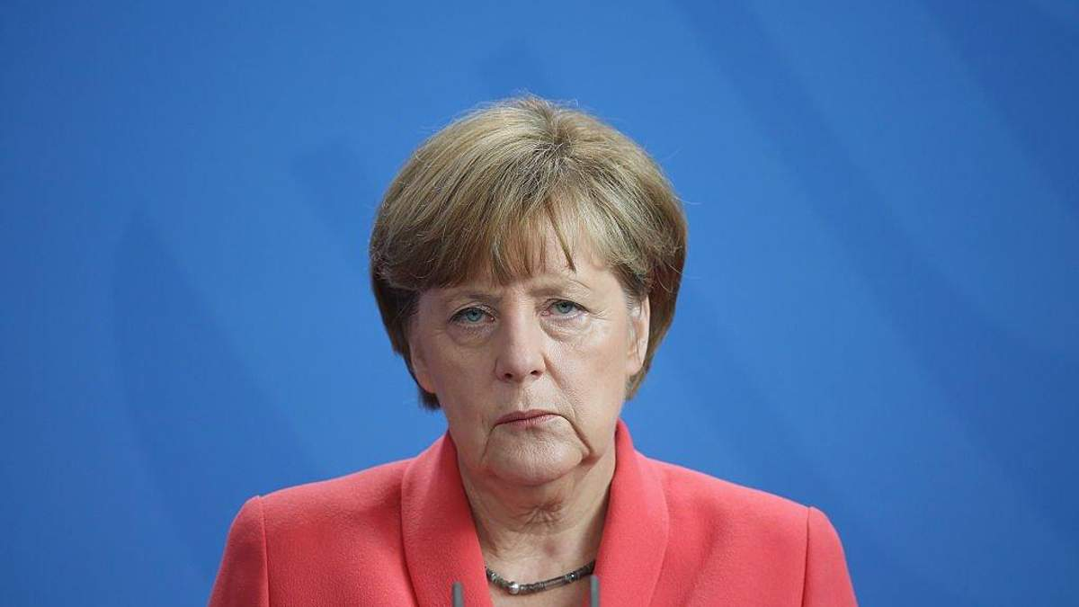 Меркель заявила о новой фазе коронавируса