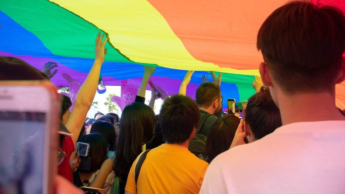 """В Германии запретили """"лечить"""" геев"""