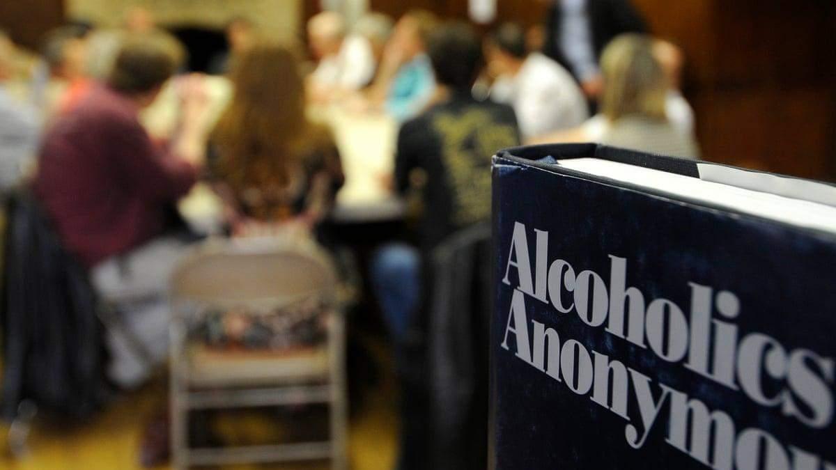 Из-за коронавируса люди все чаще злоупотребляют алкоголем
