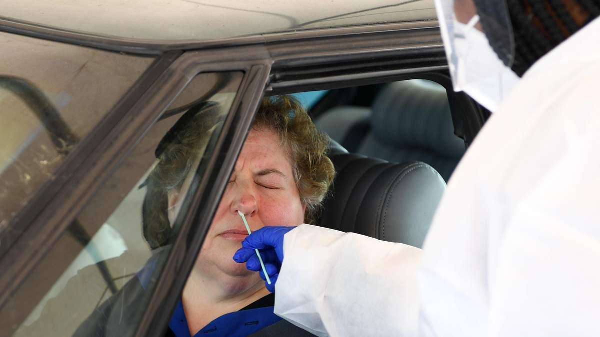 Тысячи людей с коронавирусом считают себя здоровыми из-за ошибочных результатов тестирований, – СМИ
