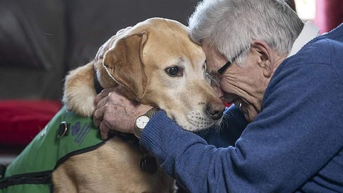 Як собака-помічник допомагає хворим на деменцію