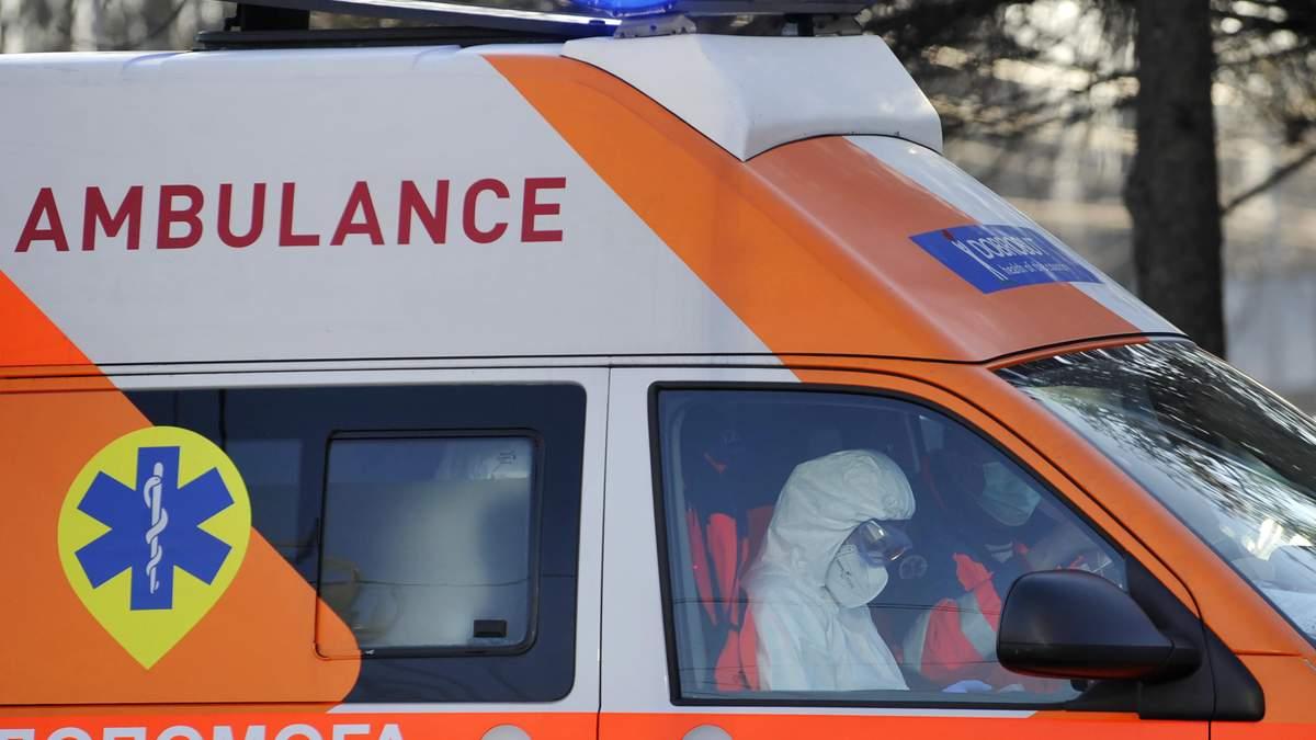 """В Виннице 76 работников """"скорой"""" заразились коронавирусом"""