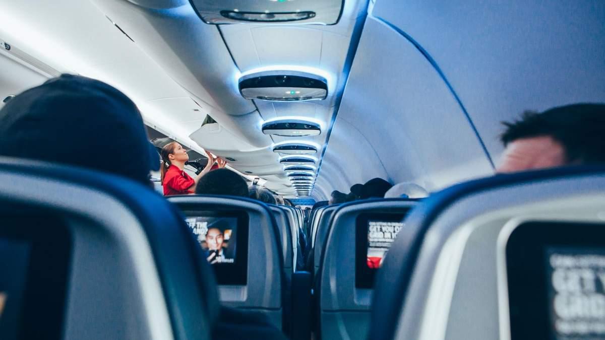 Алкоголь запрещают в самолетах