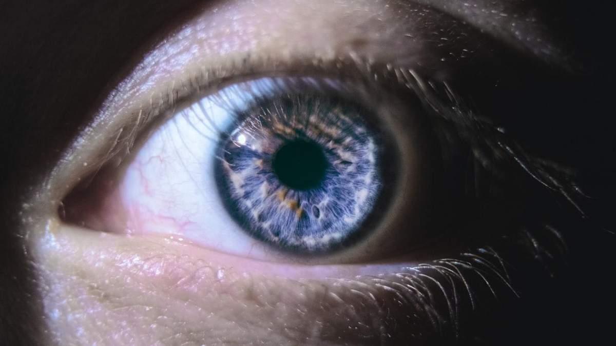Функции глаз может улучшить глубокий красный свет
