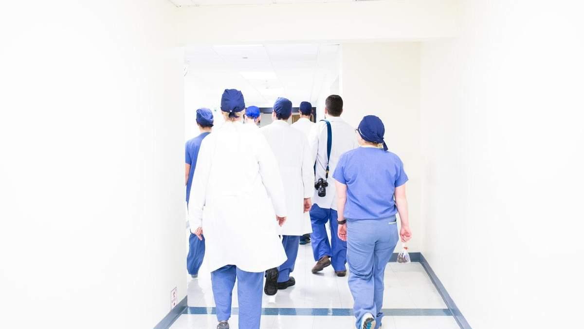 У МОЗ пояснили ситуацію зі смертю пацієнтів через нестачу медичних приладів