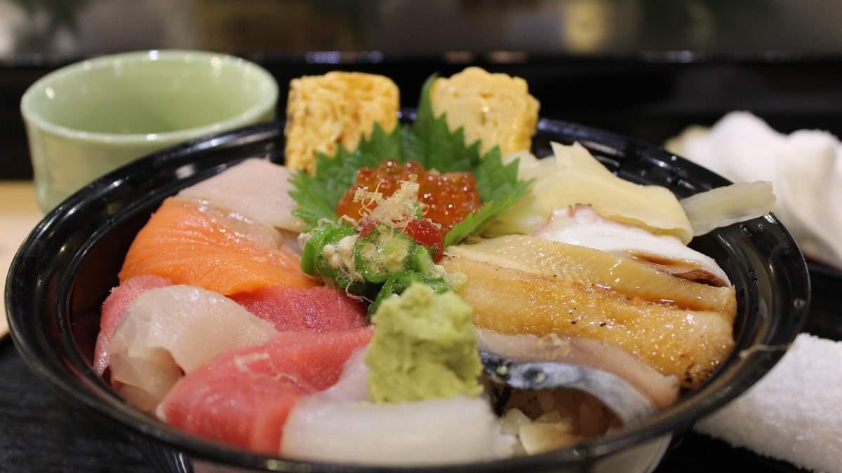 После потребления сырой рыбы, у японки в горле паразитировал длинный червь: фото
