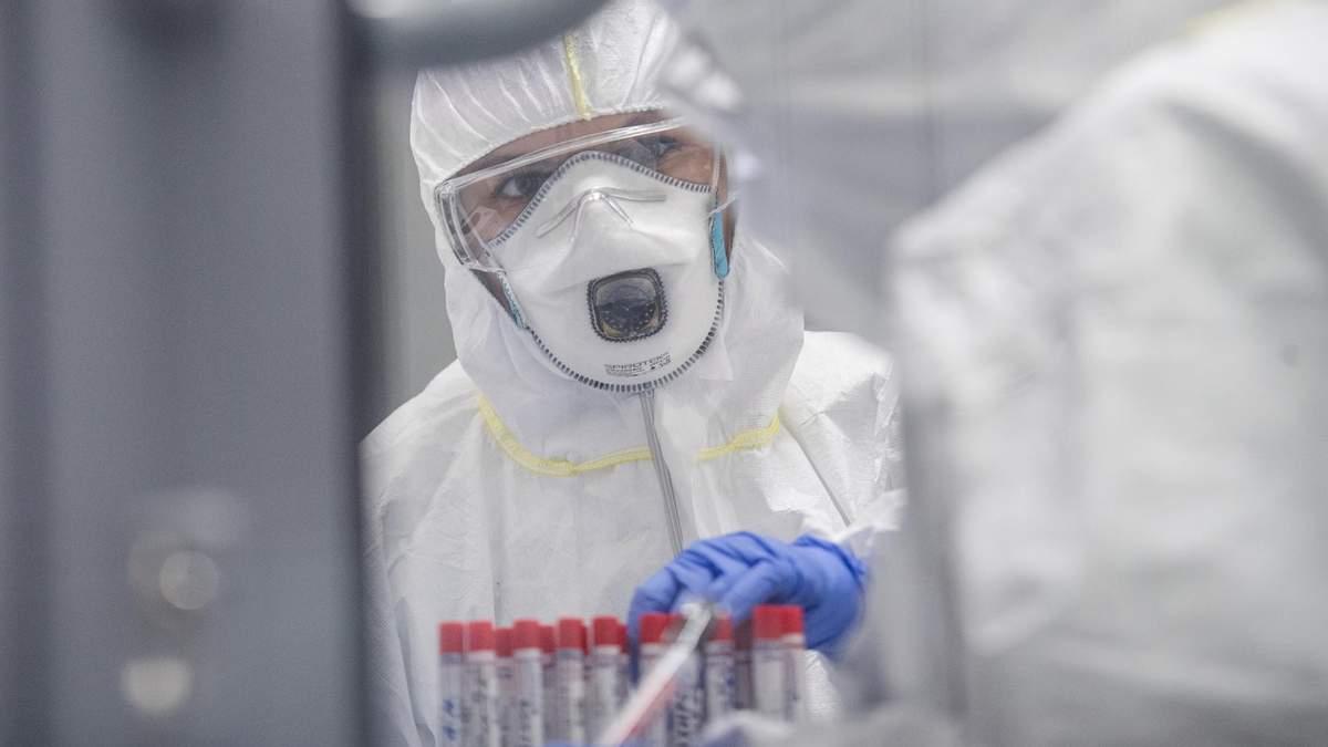 За сутки в Украине еще 809 инфицированных коронавирусом COVID-19