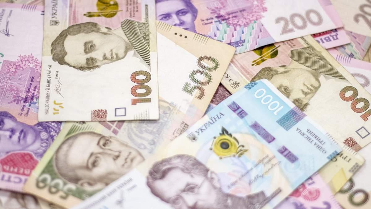 С сентября Минздрав начнет повышать зарплаты медикам – кому и на сколько