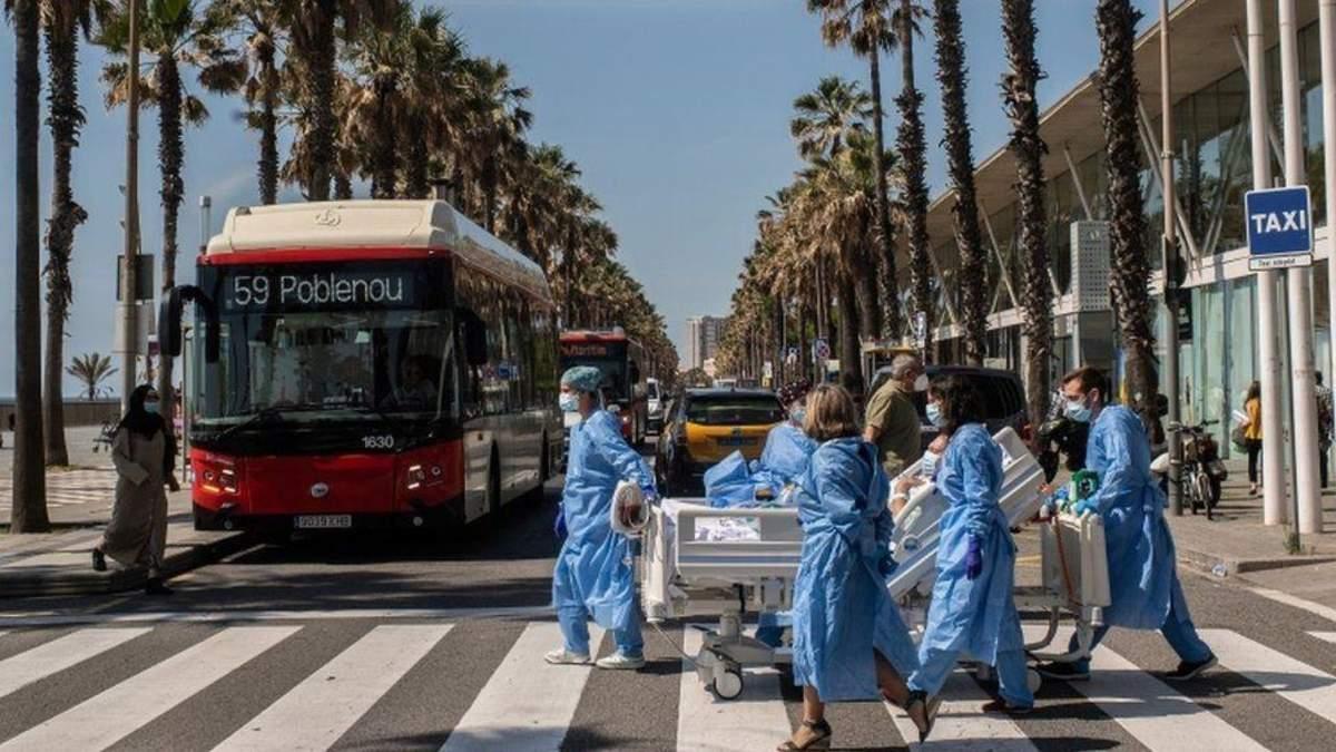 Вспышка COVID-19 в Барселоне: власти вновь ввели карантин, людей просят не выходить из дома