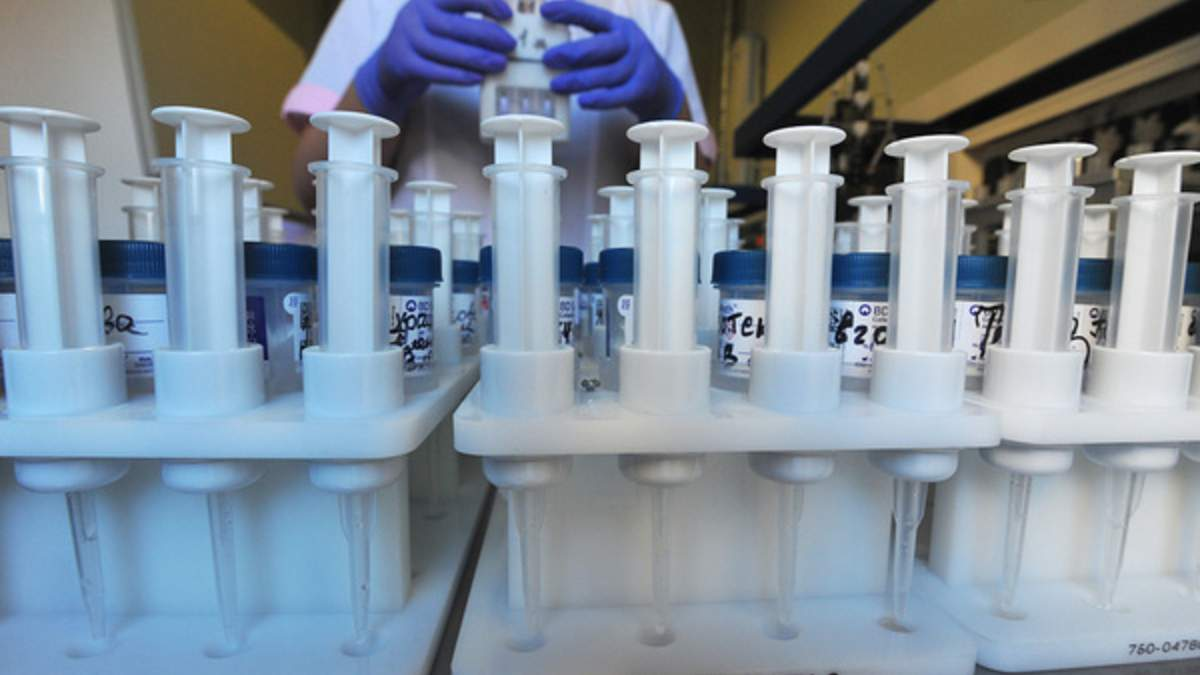 Китайская вакцина против коронавируса не помогла пожилым людям