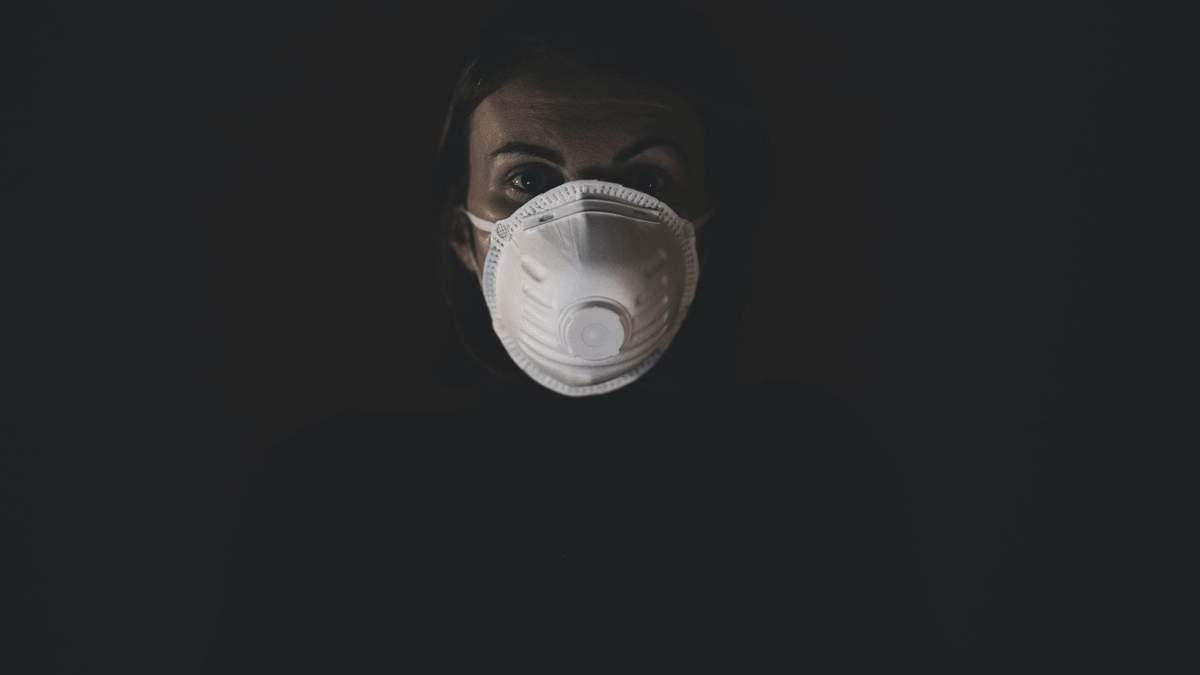 Новое исследование подкрепило теорию, что COVID-19 передается через дыхание или разговор