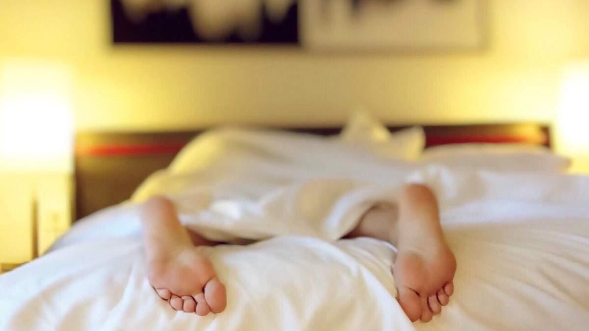 Як заснути у спеку: 8 легких способів
