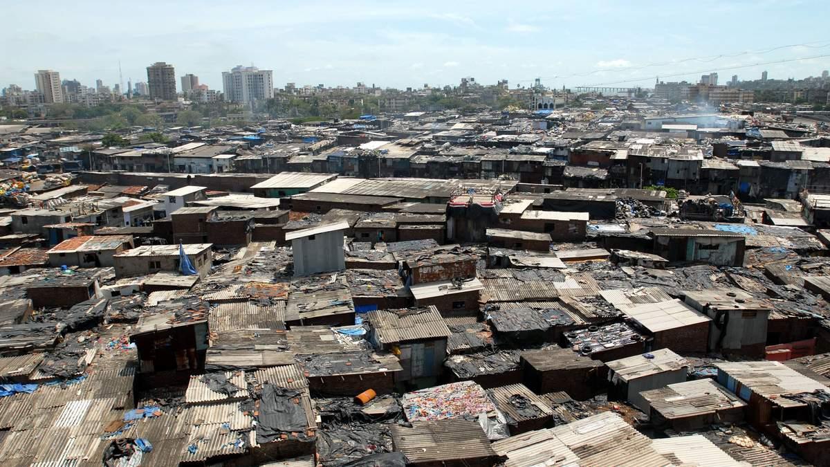 Почти у 60% жителей трущоб Мумбаи обнаружили иммунитет к COVID-19: фото