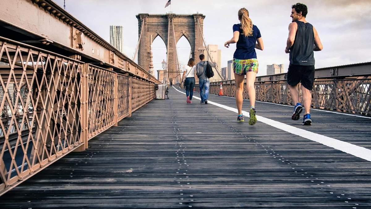 Почему женщины и мужчины по-разному бегают