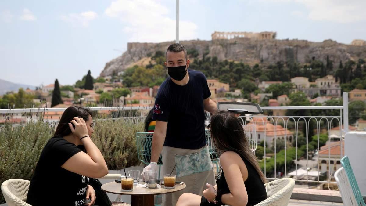 """Найбільше з квітня: у Греції зафіксували """"стрибок"""" захворюваності на COVID-19"""