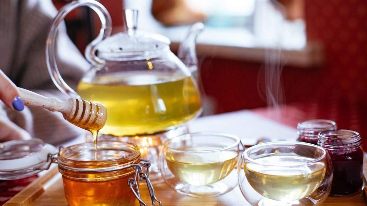 Чи можна мед додавати в чай