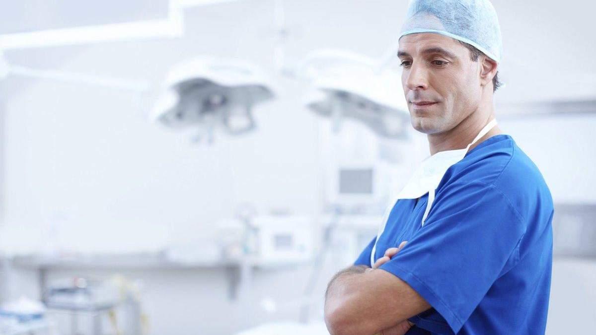 Чи досі дають українці хабарі лікарям