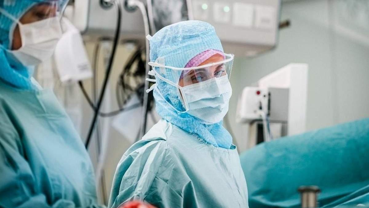 В 6 областях розгортають додаткові лікарні: кількість важких випадків COVID-19  зросла