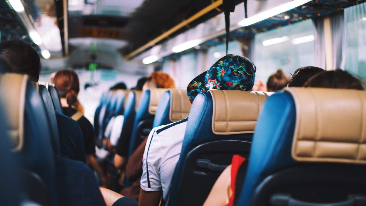В автобусе один больной коронавирусом человек заразил десятки других пассажиров