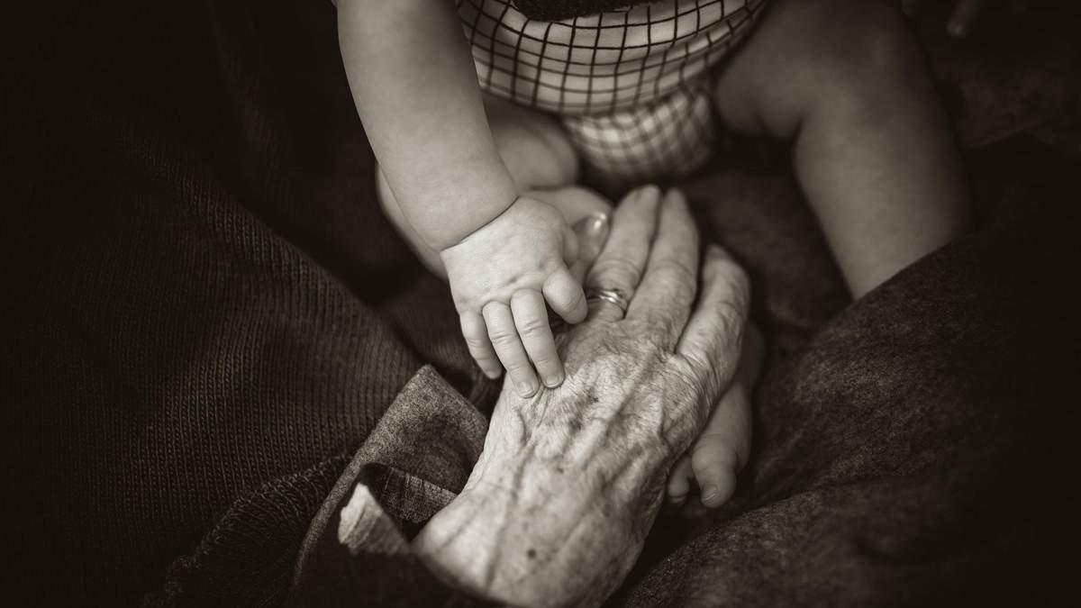 Назвали перші симптоми ранньої стадії хвороби Альцгеймера