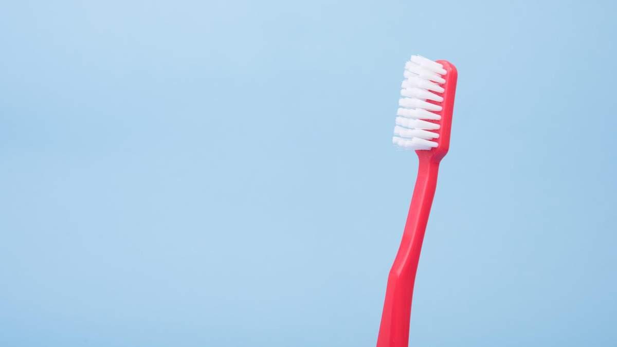 Надо ли мочить зубную щетку перед чисткой