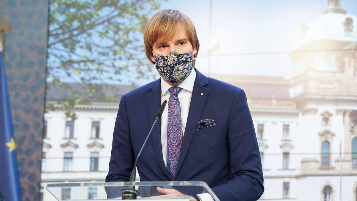 Міністр охорони здоров'я Чехії пішов у відставку через коронавірус